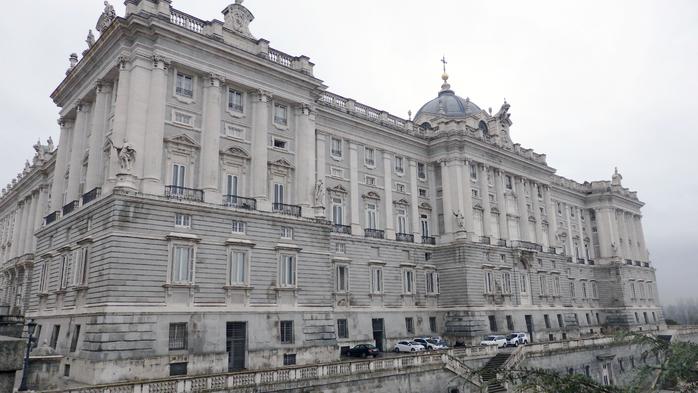 040 Королевский дворец (700x393, 304Kb)