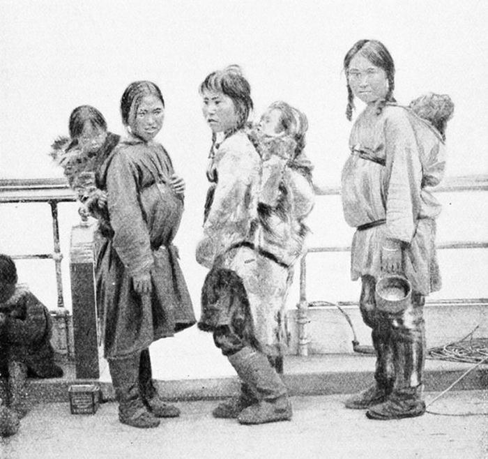 141671092 041718 2020 9 Как носили малышей в разных уголках мира до изобретения детских колясок