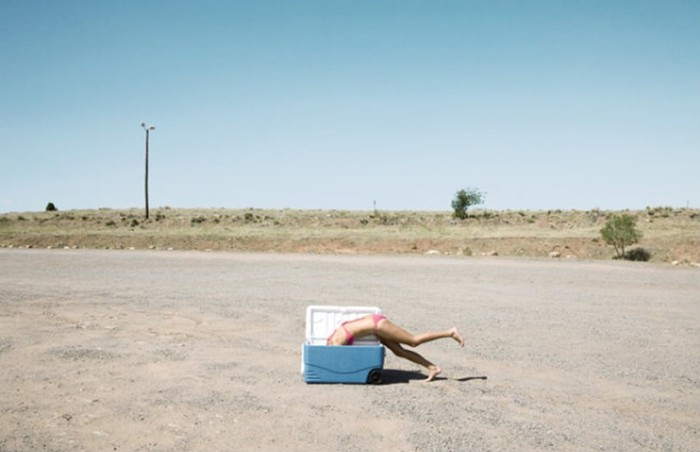 Абсурд и юмор в 18 фотографиях Зака Секлера