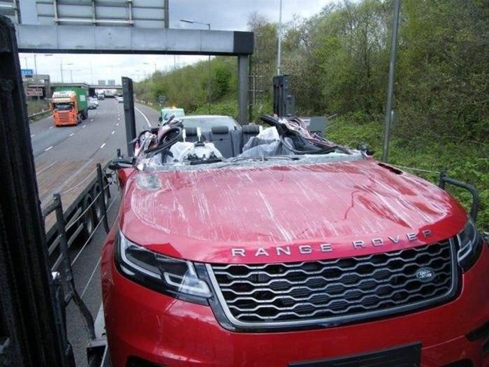 Новые Range Rover не доехали до салона из-за аварии