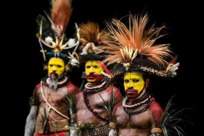 Колоритные папуасы и традиция шрамов из Папуа-Новой Гвинеи