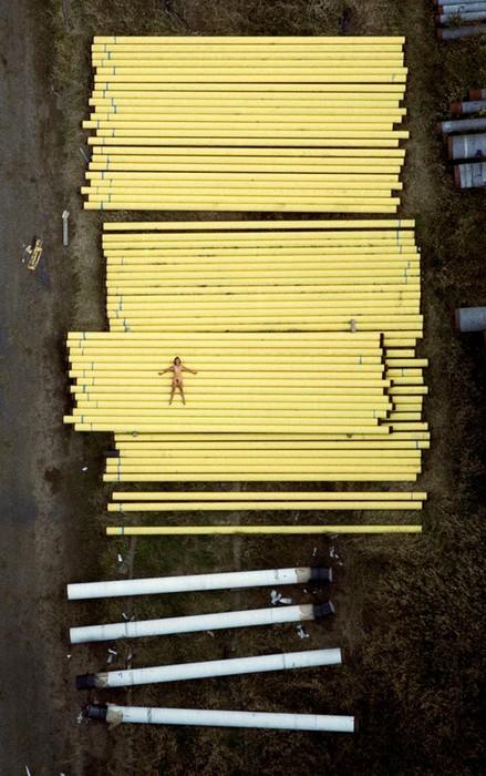142335686 060818 1330 7 «Воздушное ню»: серия аэрофотографий с обнаженным женским телом