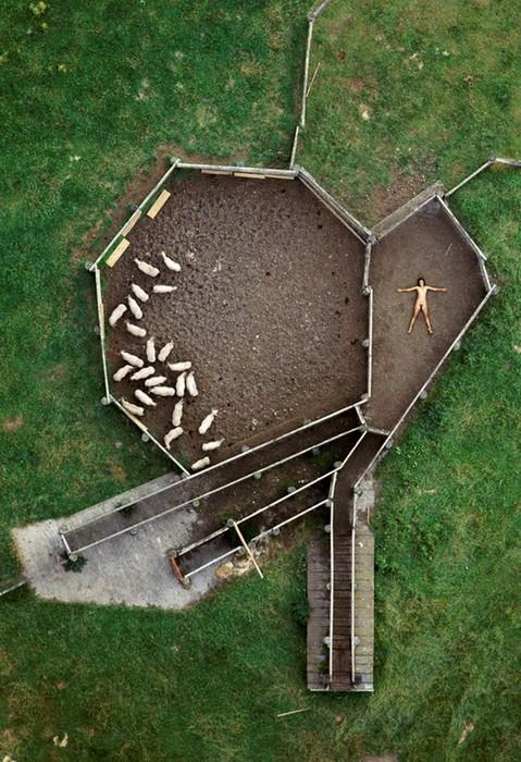 142335690 060818 1330 11 «Воздушное ню»: серия аэрофотографий с обнаженным женским телом