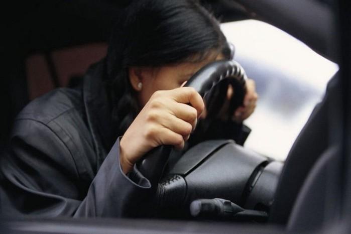 Пьяная китаянка сдала пьяного друга полицейским ипоплатилась за это