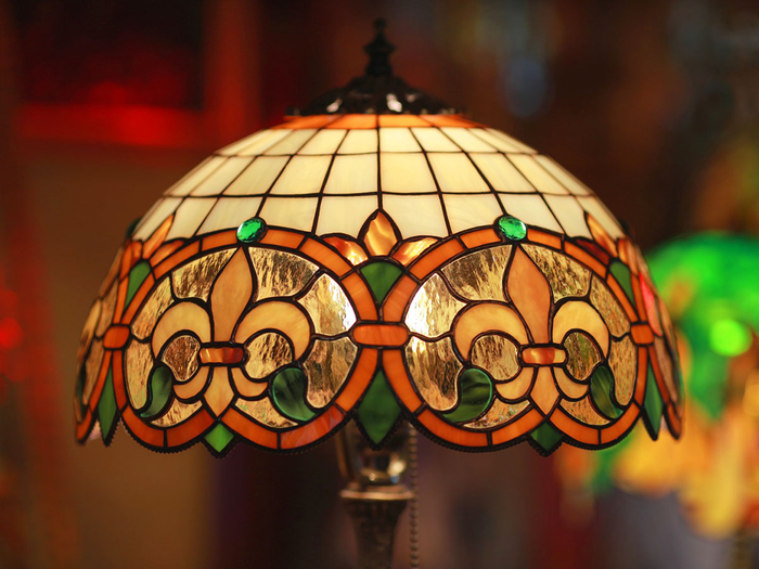 vitrazhnaya-lampa-tiffani (700x525, 385Kb)