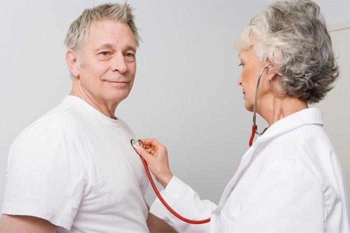 Болезнь Паркинсона: симптомы можно распознать за 10-15 лет до обострения