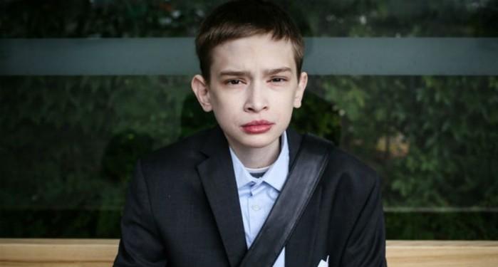 «Я ненавижу парня в зеркале»: 25 летнему поляку Томашу Надолски никто не верит