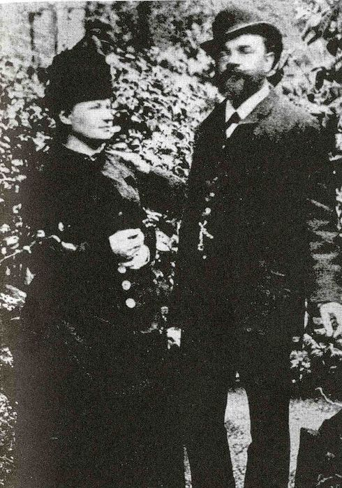 800px-Antonín_Dvořák_with_his_wife_Anna_in_London,_1886 (490x700, 107Kb)