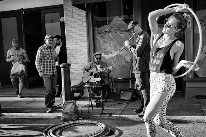 143707434 091418 1040 70 В Лос Анджелесе есть «Венеция»: фотографии безудержного веселья