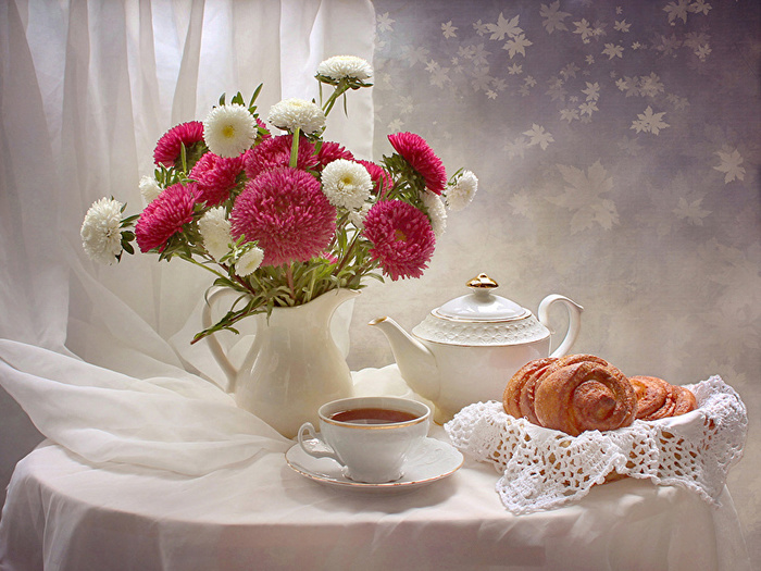 Still-life_Asters_Tea_Kettle_Vase_Cup_537944_800x600 (700x525, 186Kb)