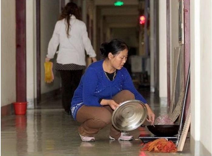 143801216 091818 1702 5 Пара молодоженов из Шэньяна вынуждены жить в туалете отеля