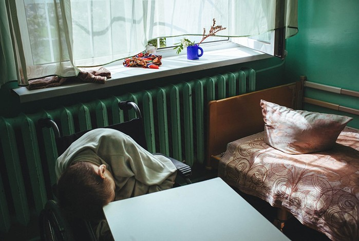 Как живут дети и старики в психоневрологических интернатах