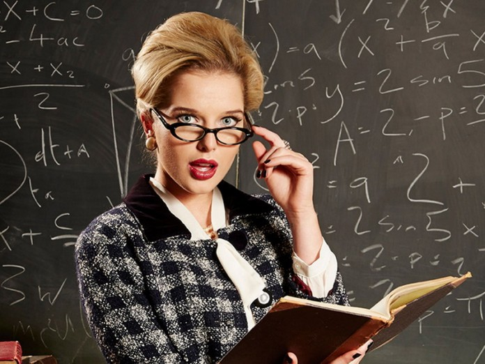 Открытка строгая учительница