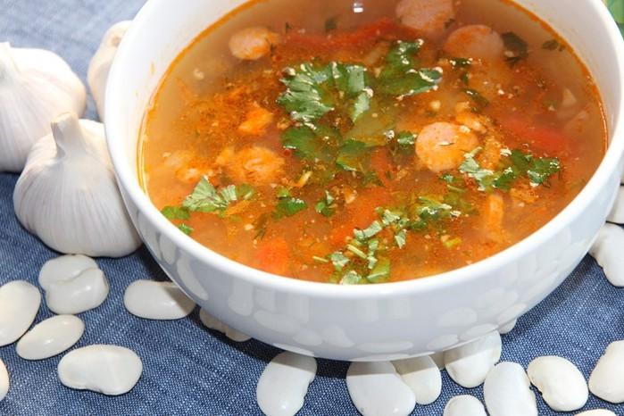 Вкусная кулинария! Суп с фасолью и колбасой
