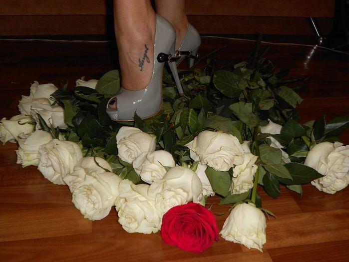 картинки цветы к ногам любимой волосы очень