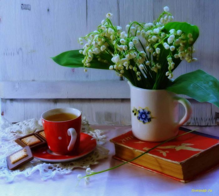Картинка чашка чая и ландыши в вазе анимация, добрым утром