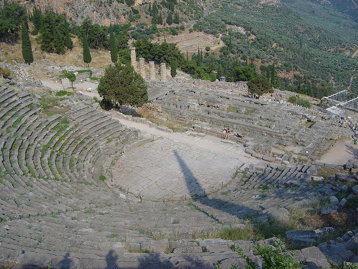 800px-Delphi_amphitheater_from_above_dsc06297 (700x525, 127Kb)