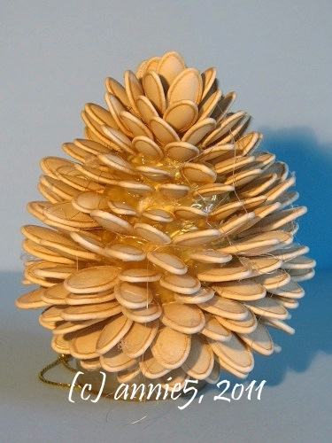 Цветы из шишек, семечек, листьев кукурузы, фисташек и макарон (13) (375x500, 191Kb)