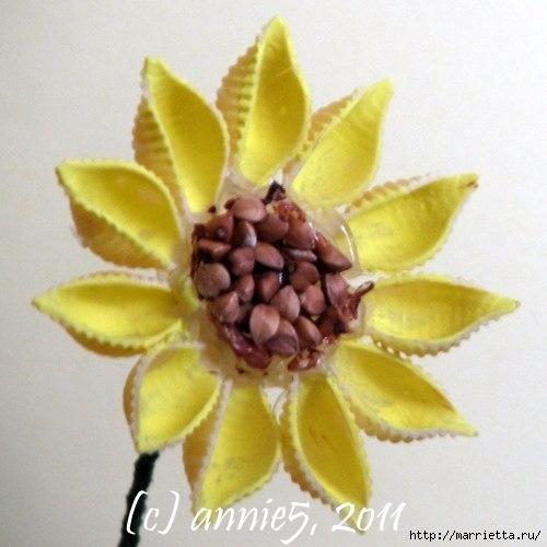 Цветы из шишек, семечек, листьев кукурузы, фисташек и макарон (21) (500x500, 128Kb)