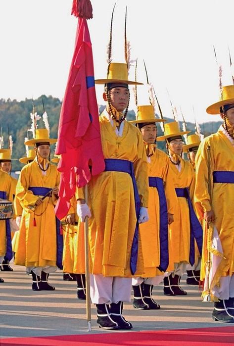 134413850 031517 1427 uniform9 Необычная военная форма разных стран