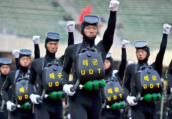 134413948 031517 1432 uniform1 Необычная военная форма разных стран