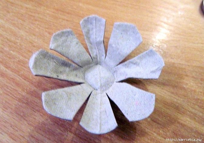 Цветы из картонных яичных лотков (6) (672x471, 273Kb)