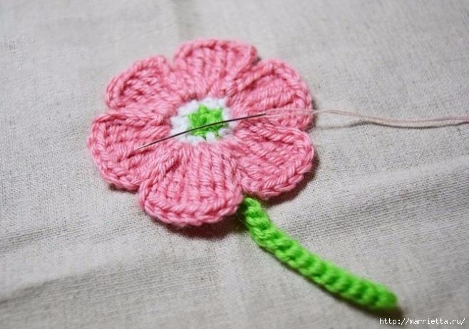 Декоративное панно с вязаными цветочками (7) (658x461, 190Kb)
