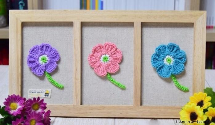 Декоративное панно с вязаными цветочками (9) (698x408, 168Kb)