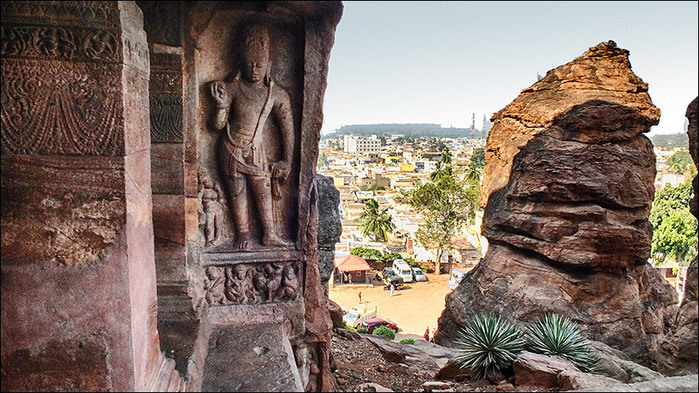 Пещерные храмы Бадами. Индия/3673959_5 (700x393, 158Kb)
