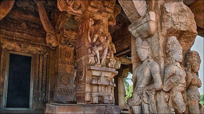 Каменные изваяния храмов в Айхоле. Индия/3673959_6 (700x393, 160Kb)