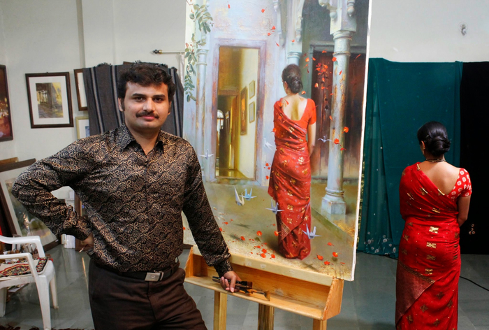 Artist Prafull Sawant_Work With His Painting & model-2 (700x472, 407Kb)