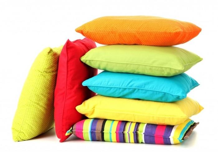 5 домашних хитростей, чтобы отбелить подушки