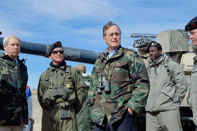 president-bush-at-fort-irwin (640x426, 236Kb)