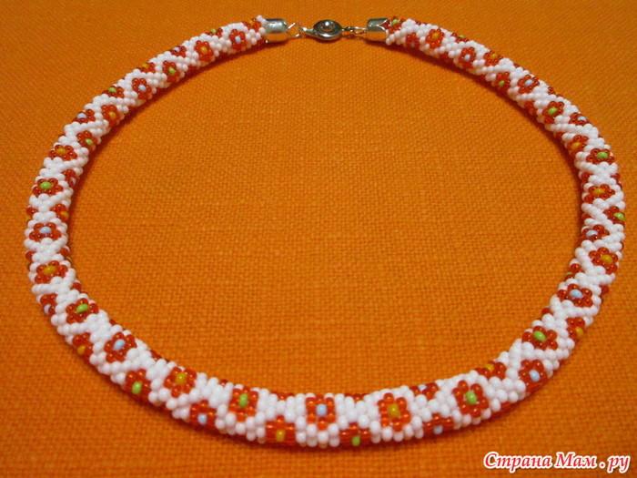 Must have для пятилетней девочки — бисерный жгутик с цветочками от Benefacta