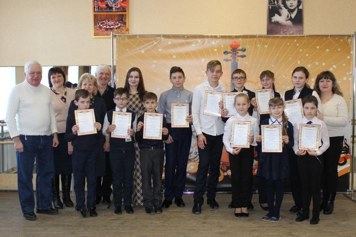 Общее фото конкурсантов-учащихся ДШИ Грайворонского района
