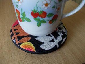 Cделать красивую подставку под горячую чашку, кружку, посуду из дисков