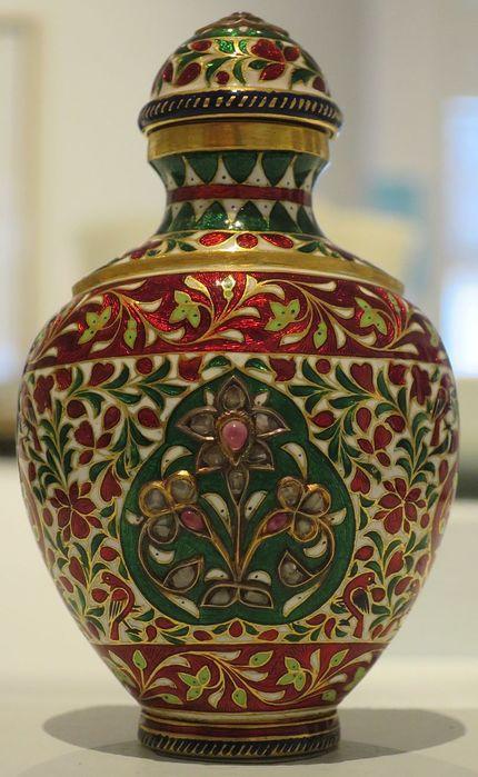 Snuff_bottle,_northern_India,_18th_century,_gold,_gemstones_and_enamel,_Honolulu_Academy_of_Arts (530x700, 62Kb)