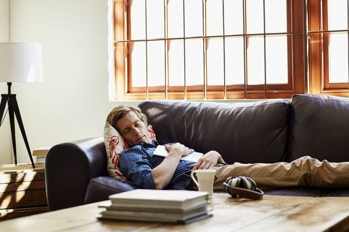 man-sleeping-on-sofa-at-home-556834657-8e5e066b5db74823b83471a9fa7d1974 (700x466, 48Kb)