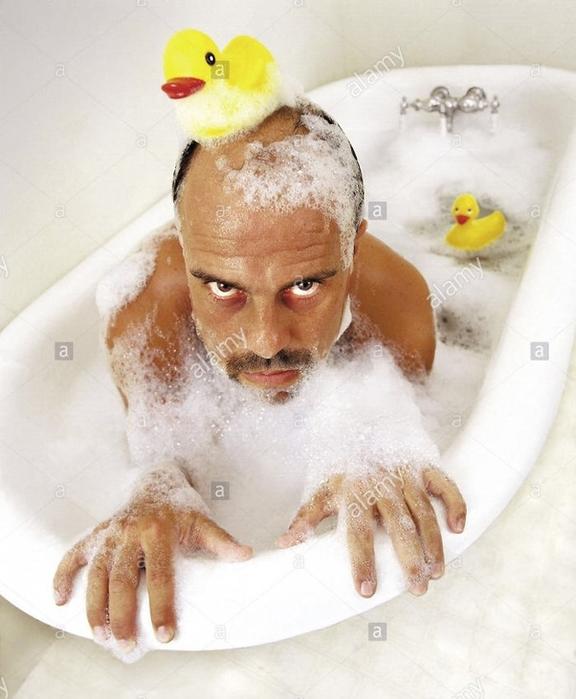 Смешная картинка человека в ванной, летием открытке