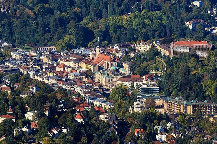 800px-Baden-Baden_10-2015_img05_View_from_Merkur (1000x766, 165Kb)