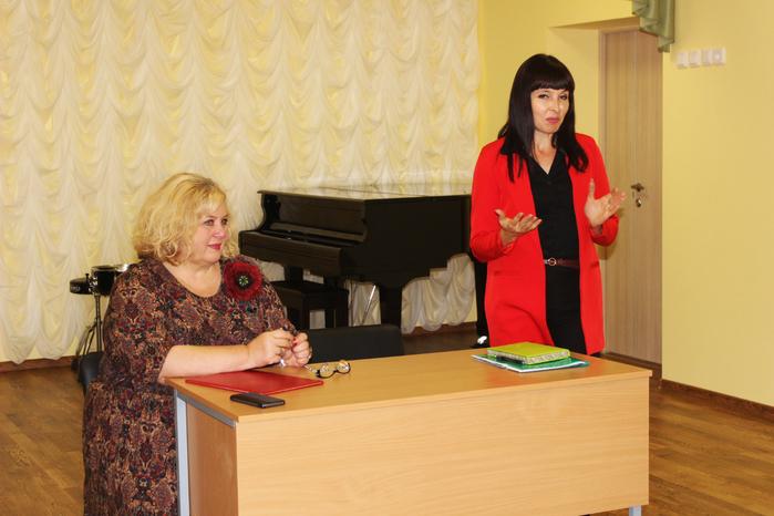 Председатель зонального объединения Н.И. Емельянова и директор ДШИ Грайворонского района О.В. Вакуленко