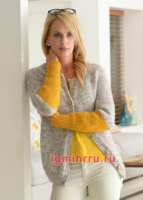 Серый классический жакет с желтыми рукавами. Вязание спицами