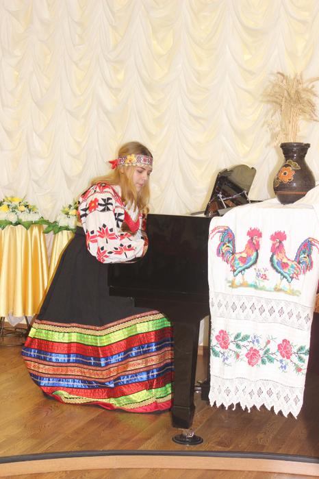 Варвара Котохина исполняет укр.н.п. Ой, джигуне, джигуне