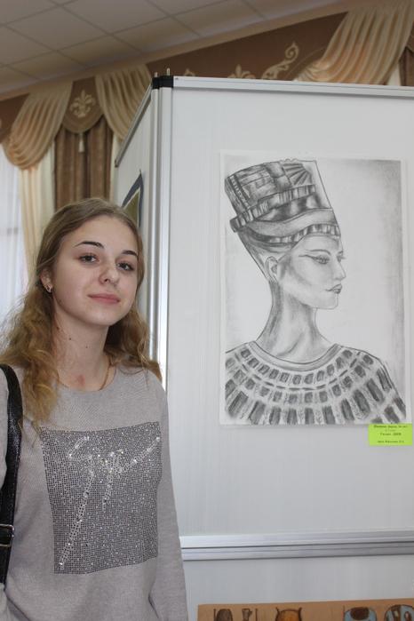 Дарья Иванова со своей работой