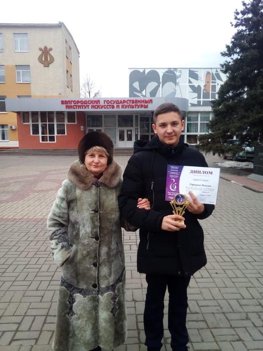 Максим Гаркушов со своим преподавателем Л.Н. Лебедевой