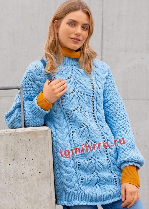Голубой пуловер крупной вязки, с миксом узоров. Вязание спицами
