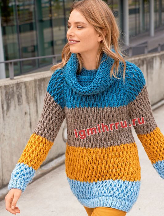 Пуловер с широкими полосами и узором из снятых петель, дополненный снудом. Вязание спицами