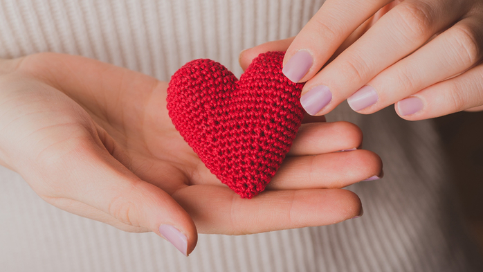 Closeup_Hands_Heart_569471_2048x1152 (700x393, 263Kb)