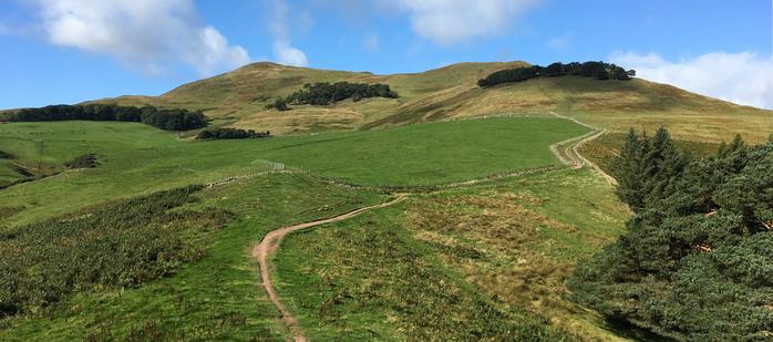 "<img src=""pentland-hills.png"" alt=""пентландские холмы"">"