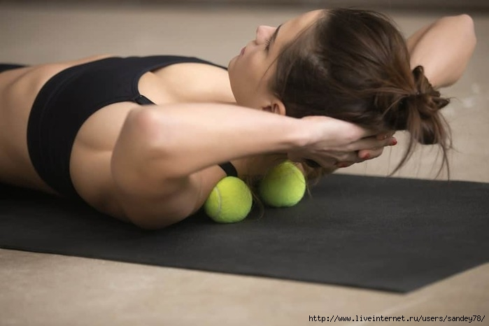 how-to-use-massage-ball-on-neck-February262020-9-min (700x466, 112Kb)